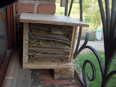 Maisons et hôtels à insectes pour le jardin le potager ..  HPIM3781