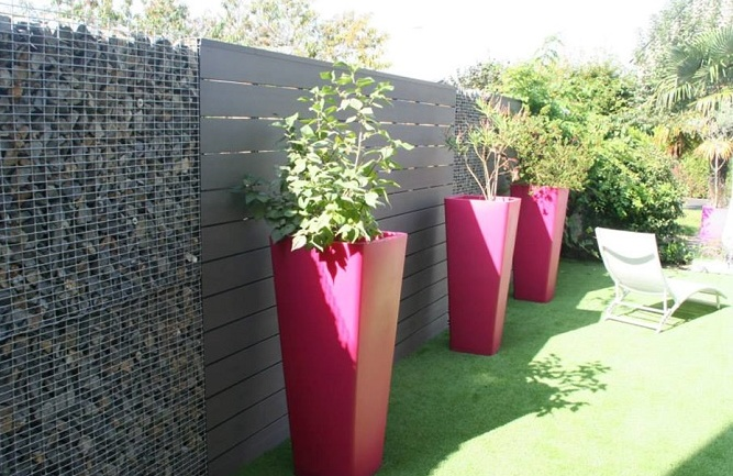 Un jardin design avec des mat riaux cologiques - Pot de jardin exterieur ...