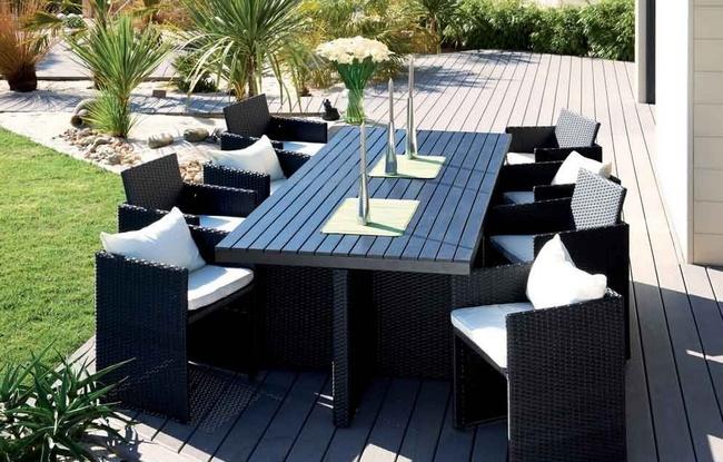Un jardin design avec des mat riaux cologiques for Salon de jardin deux personnes