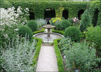 Le labyrinthe jardin des cinq sens for Jardin 44 des 5 sens